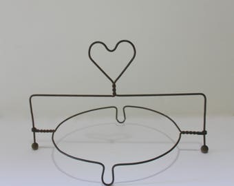 Vintage Primitive Wire Single Pie Stand With Heart On Top 1950s