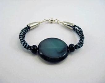 Agathe, onyx and seed beads bracelet