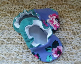 Handmade baby shoes, Soft sole shoes, baby booties, baby slippers--Purple Floral