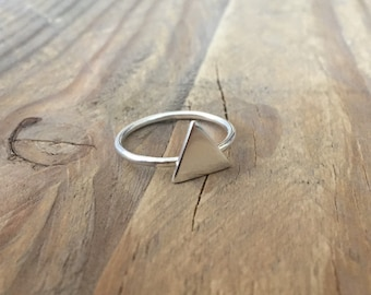 Large triangle stacking ring