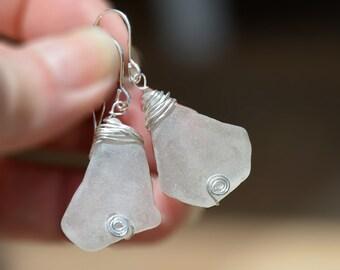 Véritable mer verre boucles d'oreilles argent enveloppé blanc boucles d'oreilles verre océan bijoux fait à la main plage verre boucles d'oreilles verre livraison offerte à partir d'Israël