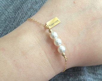 Personalized Name Pearl Bracelet, Bridesmaid Gift, Wedding Gift, Flower Girl, Brides Bracelet, Birthday Gift, Tag Bracelet, Simple Bracelet