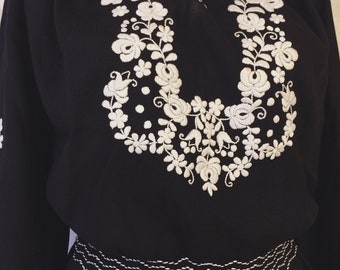 Rare vintage Hungarian cotton black and white embroidered folk peasant blouse hand smocked