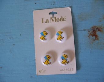 la mode spring chicks buttons