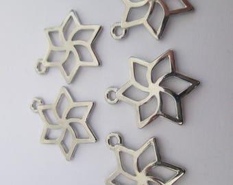 5 breloque étoile stylisée 22 x 17 mm en métal argenté lisse