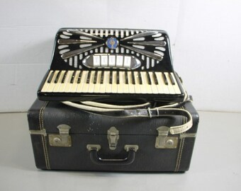 Borsini Danelli Accordion W/Case number 4 in the series