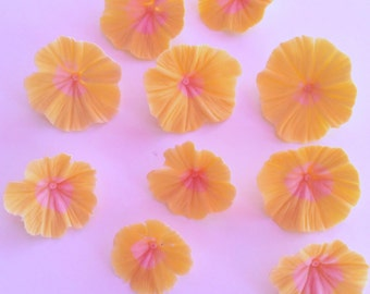 20 hand made sugarpaste primrose style flowers.  Completely edible.  Hand made to order, can be made in any colour.