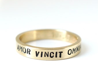 Men's Amor Vincit Omnia 14k yellow gold personalized stamped ring