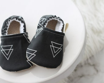 6-12 months Triangle Baby Shoes, Triangle baby shoes, Grey Baby Shoes, Gray Baby Shoe, Baby Booties, Baby Boy Shoes, Baby Moccasins,