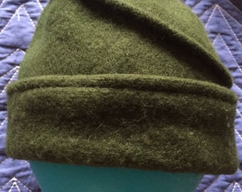 A stylish hand made vintage green Italian wool hat