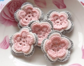 5 Crochet Flowers In Lt pink, Off white, Lt gray YH-035-01