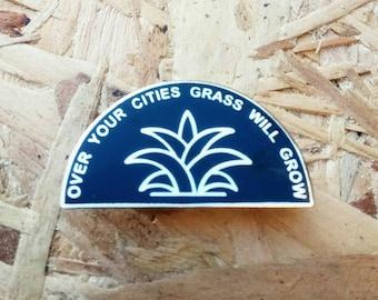 Au cours de votre villes herbe va grandir de broche en émail en noir et or