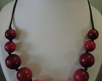 Pink and red wood beads necklace