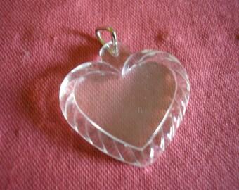 Coeur en plastique transparent avec ouverture de face