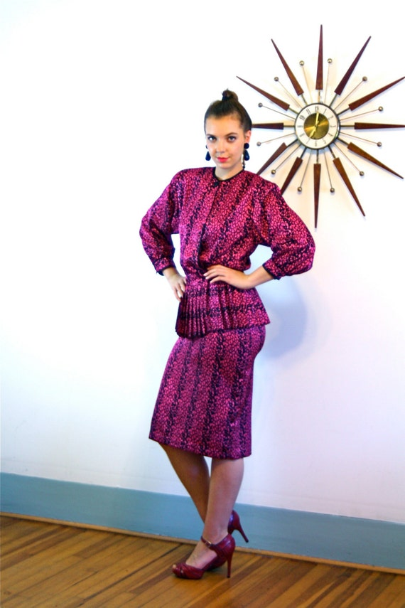 Vintage 80s Dress, 1980s Peplum Dress, Shiny Magenta Pink, Big Shoulder Pads, Pleated Peplum, Knee Length, Pencil Skirt dress, 1980s Ladies