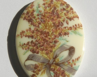 Vintage Bouquet of Heather Plastic Cameo 40mm x 30mm cab378B