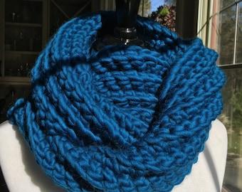 Chunky Infinity Scarf // Sapphire Blue Wool Scarf // Warm Hand Knit Scarf // Stylish Chunky Winter Scarf // Soft 100% Wool Infinity Scarf