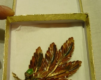 I57 Vintage Weiss Hallmarked Autumnal Oak Leaves with Acorns Brooch.
