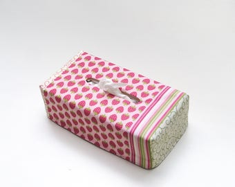 Pretty handkerchief patch box lined with a cotton canvas fabric