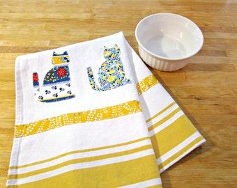 Dishtowel, Hand Towel, Cat Decor, Dish Towel, Yellow Towel, Kitchen Decor, Kitchen Towel, Cat Lover Gift, Cat Towel, Yellow Dishtowel, Cats