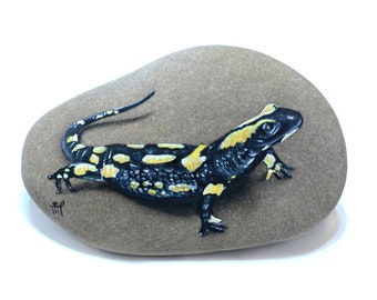 Painted Stone Salamander Reptile Lizard Painting on Stone Rock Painting Oil painting