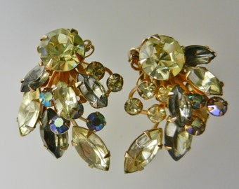 Vintage Beau Jewels Signed Bold Champagne, pale gray and Carnival Rhinestone Clip Earrings from 1950s - Fabulous and very cool - Art.295/4