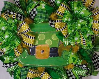 St. Patrick's Day, unique, one of a kind, lucky, wreath, door, painted, wooden, deco mesh, green, gold, Irish, outside
