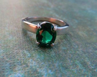 Emerald Ring - Hydrothermal Oval Emerald & Sterling Silver Ladies Ring - Beautiful Size 7 Emerald Ring