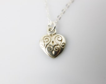 Sweetheart Necklace. Tiny Sterling Silver Heart. Everyday jewelry by smoketabby