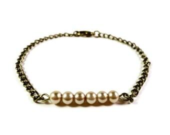 Beige Pearl Bracelet, Beaded Bar Bracelet, Beadwork Bracelet, Bronze Metal Chain Bracelet, Glass Faux Pearl, Simple Jewelry, Gift for Her