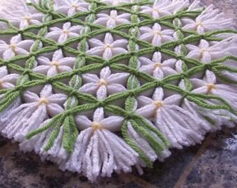 Retro Woven Kitchen Trivet, Leaf Green Trellis, Yarn Hot Pad, Yarn Serving Mat, Yarn Trivet, Woven Mat, Green Hot Pad, Daisy Trivet, Flowers
