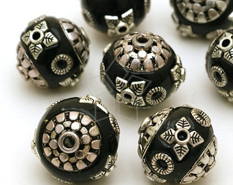 BM-064-BL / 4 Pcs - Kashmiri Metal Beads (Black and Silver), Handmade with Polymer Clay / 15mm