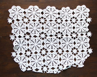 White Vintage Hand Crocheted Lace Trim sewing supply