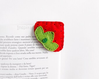 Strawberry felt corner bookmark, back to school gift idea, felt fruit bookmark, cute strawberry, red, booklovers, felt food bookmark