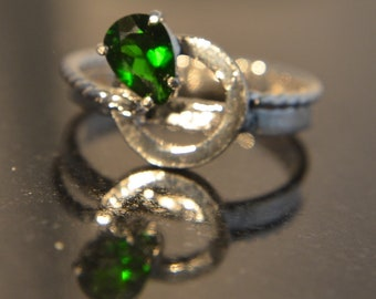 Pi - Chrome Diopside gemstone ring