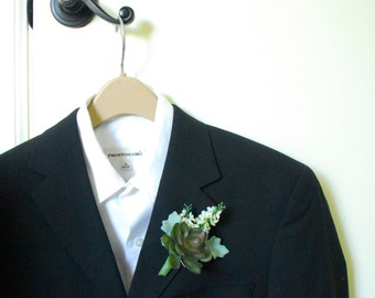 Artificial Succulent Boutonniere Buttonhole with White Wildflower and Dusty Miller Leaf (Country Wedding, Modern Style, Green)