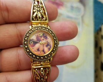 Vintage like new Angel / Cherub Watch in Gold tone absolutely Lovely