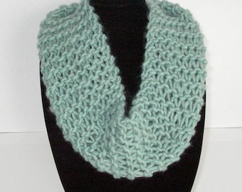 Light Green Knit Scarf / Hand Knit Green Circle Scarf / Green Cowl / Knit Infinity Scarf
