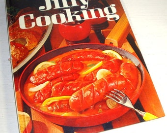 Vintage Cookbook, Jiffy Cooking by Better Homes and Gardens, 1974 Eleventh Printing, Recipes, Main Dishes, Lunches, Family Dinners  (767-15)