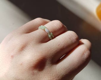 Green and white seed ring