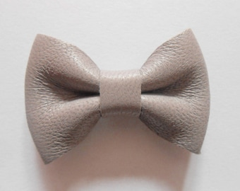 Leather knot gray of 4.5 x 3 cm