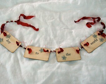 Joy to the World flash card ornament\/garland (red)