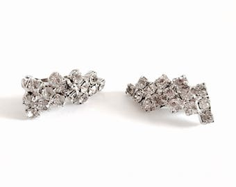 Lovely Vintage Clear Rhinestone Clip On Earrings in Silver Toned Setting, Bridal Earrings, Mother of the Bride Earrings, Elegant