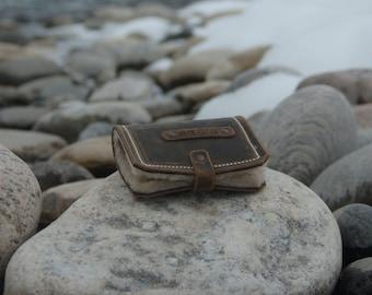 Bi-fold fly wallet
