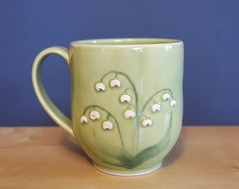 tasse de fleurs de Lys de la vallée