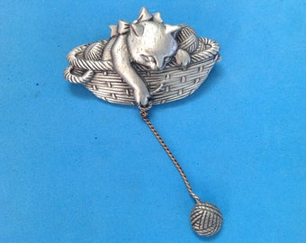 """Vintage! Adorable kitten in a basket with dangling yarn pewter tone """"JJ"""" pin @ 3"""" x 2"""""""