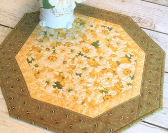 Floral Table Topper Quilted, 18 inches, Mother's Day Gift, Daisy Home Decor, Housewarming, Daisies, Summer Table Topper, Spring Decor, Nana
