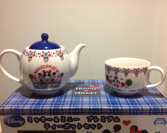 Disney Sega Mickey and Minnie Mouse Teapot and cup set