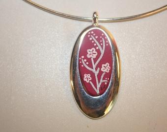 "Pink oval ""Laurette"" necklace."