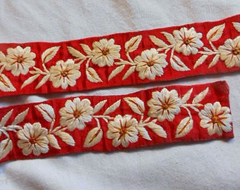 IVORY DAISY & LEAVES Art Deco Embroidered Trim on Double Thick Red Satin Raised Stiches, Camera Purse Strap Saris Hat Brim 1930 Boho Chic 40